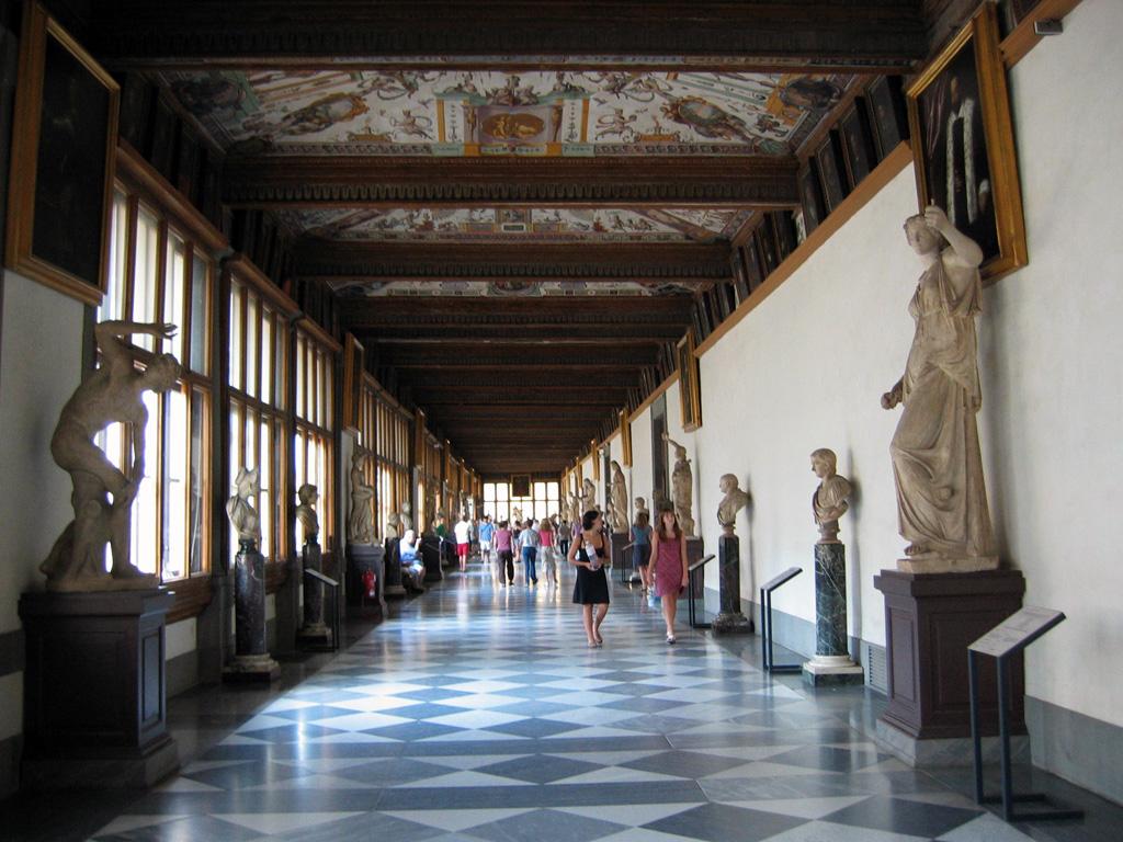 uffizi_hallway.jpg