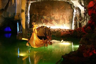 linderhof___v_nusz_barlangja.jpg